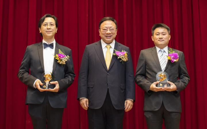 建築系畢業校友楊志宏、機械系畢業校友潘威志當選中華大學傑出校友